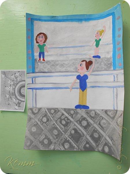 Полина нарисовала самое любимое занятие после рисования - это танцы. Она занимается танцами с шести лет. На рисунке она перед зеркалом у станка. А в зеркале отражается любимый учитель  и подруга. фото 4