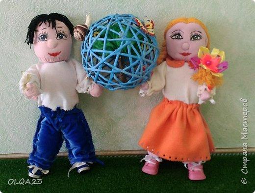 """Приветствуем всех конкурсантов, жителей и гостей Страны Мастеров !!!  22 апреля – Всемирный день Земли!!! Этому дню посвящена наша конкурсная работа """" Земной шар в руках детей"""" фото 1"""