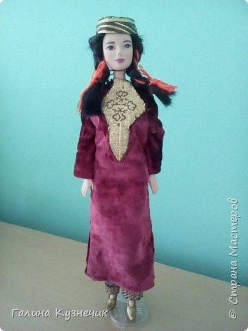 """Наша семья долгое время жила в Туркмении, поэтому когда начался конкурс """"Дети планеты"""" мы решили, что сделаем наряд для куклы. Туркменский женский костюм состоит из штанов балак, платья кёйнек с круглым вырезом, прямого покроя и головного убора (платок для взрослой женщины, тюбитейка для не замужней девушки). фото 1"""