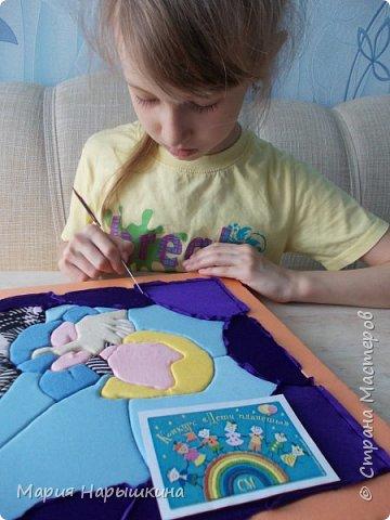 Представляем на конкурс работу Нарышкиной Екатерины в технике кинусайга. Кате 8 лет, учится она в первом классе. Катя очень любит разных животных. Дома у нее живут хомячки и рыбки, а еще Катя мечтает о котенке. Вот и решила она рассказать о своей мечте - сделать картину с кошкой и котенком. фото 5