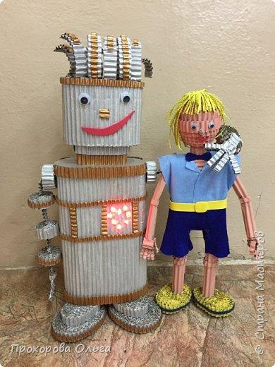 Привет, знакомтесь - это Ванечка из будущего с его большой игрушкой.  фото 1