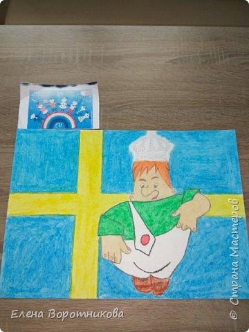 Ка́рлсон - популярный литературный персонаж, созданный шведской писательницей Астрид Линдгрен. Карлсон живёт в маленьком домике на крыше многоквартирного дома в Стокгольме – столице Швеции. фото 2