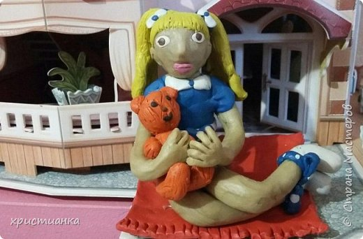 я слепила из пластилина девочку с любимой игрушкой фото 1