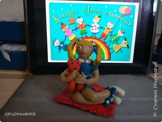 я слепила из пластилина девочку с любимой игрушкой фото 5