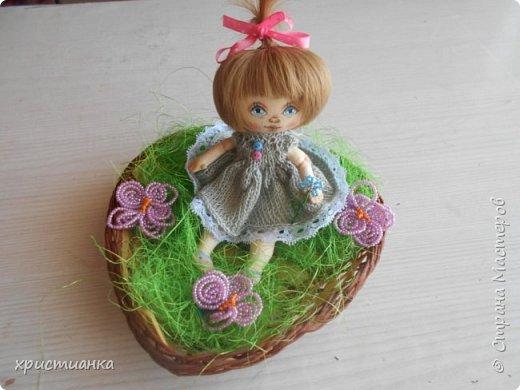 Свою куколку я назвала Варей и посадила ее отдыхать на полянке. фото 1