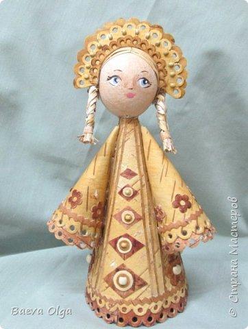 Конусная кукла изготовлена из берестынатуральных оттенков и обработанной морилкой для приобретения нужного тона. фото 1