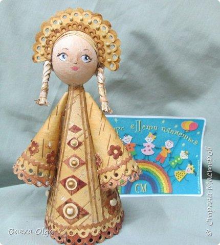 Конусная кукла изготовлена из берестынатуральных оттенков и обработанной морилкой для приобретения нужного тона. фото 4