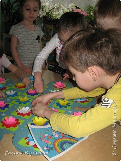 """"""" Все дети - наш цветущий сад"""" так мы назвали нашу работу . Представляю вам моих малышей, их 26: непоседы, озорники, тихони,сластёны, помощники, умнички...  И все они живут в детском саду с цветочным названием """"Незабудка"""" Они наши самые необыкновенные, самые любимые, самые дорогие девчонки и мальчишки- наши цветочки. фото 8"""