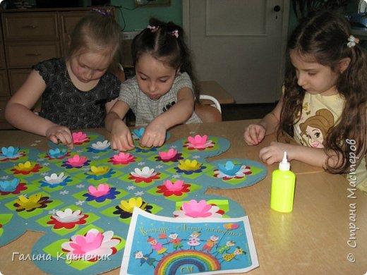 """"""" Все дети - наш цветущий сад"""" так мы назвали нашу работу . Представляю вам моих малышей, их 26: непоседы, озорники, тихони,сластёны, помощники, умнички...  И все они живут в детском саду с цветочным названием """"Незабудка"""" Они наши самые необыкновенные, самые любимые, самые дорогие девчонки и мальчишки- наши цветочки. фото 9"""