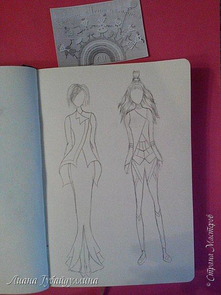 Я попыталась нарисовать свою версию одежды будущего,первый вариант не совсем далекого будущее(в принципе похожие наряды и сейчас носят),а второй костюм более далекого будущего.В моем представлении,что в одежде будущего будут с геометрическими фигурами(не знаю как правильно выразиться). фото 3
