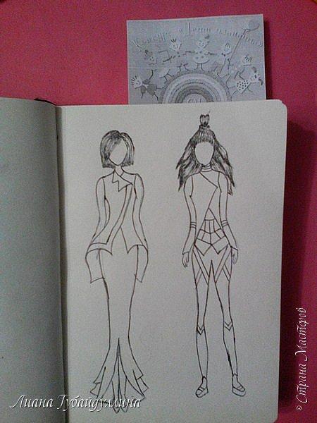 Я попыталась нарисовать свою версию одежды будущего,первый вариант не совсем далекого будущее(в принципе похожие наряды и сейчас носят),а второй костюм более далекого будущего.В моем представлении,что в одежде будущего будут с геометрическими фигурами(не знаю как правильно выразиться). фото 4