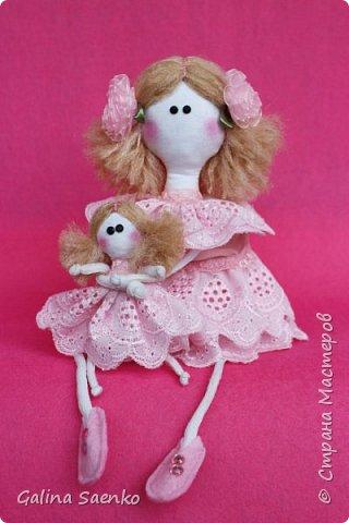 Вот такая девочка Эллочка с куклой Элечкой получилась у Ани. Эта куколка не сложна в исполнении, а радости принесет очень много.  фото 1