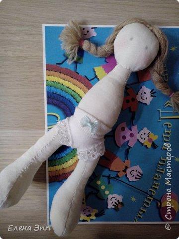На этот конкурс мне захотелось сделать куколку. Девочку в русском костюме. Раньше на Руси очень популярно было имя Матрёна. И мою бабушку звали Матрёна. А маленьких девочек называли Матрёшой, Матрёшкой. Так даже назвали самую известную русскую игрушку.  Вот и мою куколку зовут Матрёшка. фото 5