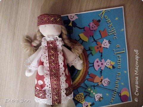 На этот конкурс мне захотелось сделать куколку. Девочку в русском костюме. Раньше на Руси очень популярно было имя Матрёна. И мою бабушку звали Матрёна. А маленьких девочек называли Матрёшой, Матрёшкой. Так даже назвали самую известную русскую игрушку.  Вот и мою куколку зовут Матрёшка. фото 7