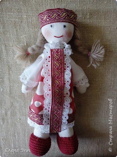 На этот конкурс мне захотелось сделать куколку. Девочку в русском костюме. Раньше на Руси очень популярно было имя Матрёна. И мою бабушку звали Матрёна. А маленьких девочек называли Матрёшой, Матрёшкой. Так даже назвали самую известную русскую игрушку.  Вот и мою куколку зовут Матрёшка. фото 1