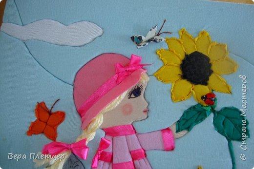 """Ты расти, расти, подсолнушек, Радуй нас своей красой.  Пусть цветут цветы повсюду, потому что они радуют нас. Когда кругом чисто и красиво, то и люди становятся чуточку добрей и на душе у них тепло. Подсолнушек очень похож на солнце. вот такое маленькое солнышко пусть будет у каждого и мы будем заботливо относиться к природе...   Вика выбрала номинацию """"Зелёная планета"""". Раз уж у нас кинусайговский бум, то она решила сделать работу в этой же технике.  фото 7"""