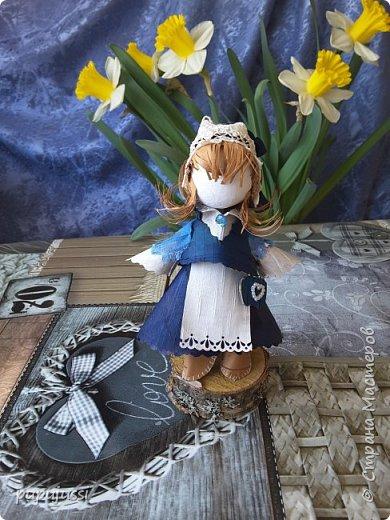 Эта девочка вас приветствует из Финляндии! Это национальный  костюм девушек из церковной деревни Леппявирта,что находится с в озерной части центральной Финляндии.  фото 1