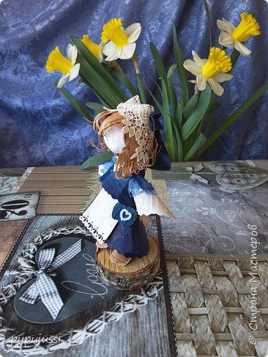 Эта девочка вас приветствует из Финляндии! Это национальный  костюм девушек из церковной деревни Леппявирта,что находится с в озерной части центральной Финляндии.  фото 2