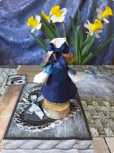 Эта девочка вас приветствует из Финляндии! Это национальный  костюм девушек из церковной деревни Леппявирта,что находится с в озерной части центральной Финляндии.  фото 3
