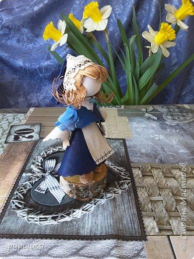 Эта девочка вас приветствует из Финляндии! Это национальный  костюм девушек из церковной деревни Леппявирта,что находится с в озерной части центральной Финляндии.  фото 4