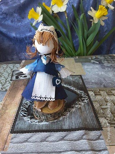Эта девочка вас приветствует из Финляндии! Это национальный  костюм девушек из церковной деревни Леппявирта,что находится с в озерной части центральной Финляндии.  фото 5