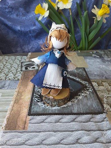 Эта девочка вас приветствует из Финляндии! Это национальный  костюм девушек из церковной деревни Леппявирта,что находится с в озерной части центральной Финляндии.  фото 6