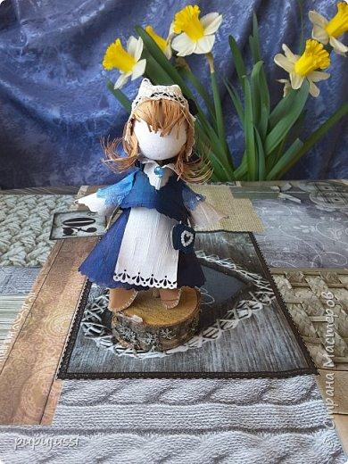 Эта девочка вас приветствует из Финляндии! Это национальный  костюм девушек из церковной деревни Леппявирта,что находится с в озерной части центральной Финляндии.  фото 11