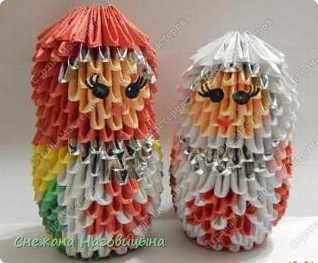Это наша попытка изобразить матрешку в удмуртском костюме в технике модульного оригами. фото 1
