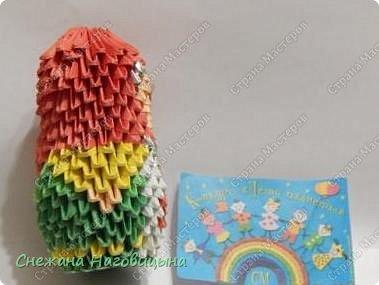 Это наша попытка изобразить матрешку в удмуртском костюме в технике модульного оригами. фото 12