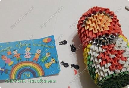 Это наша попытка изобразить матрешку в удмуртском костюме в технике модульного оригами. фото 6