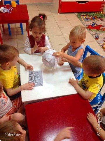 Работа выполнена воспитанниками младшей группы под руководством воспитателя в технике папье-маше. фото 2