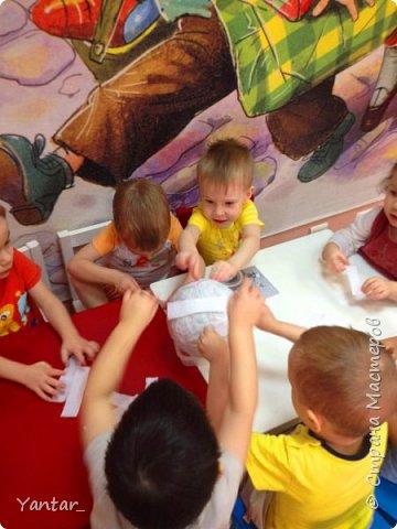 Работа выполнена воспитанниками младшей группы под руководством воспитателя в технике папье-маше. фото 3