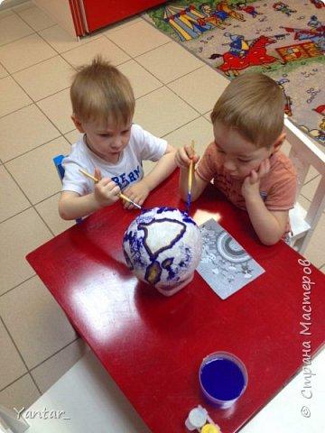 Работа выполнена воспитанниками младшей группы под руководством воспитателя в технике папье-маше. фото 5