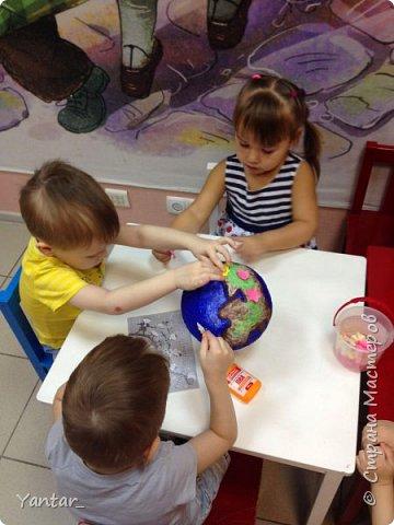 Работа выполнена воспитанниками младшей группы под руководством воспитателя в технике папье-маше. фото 6