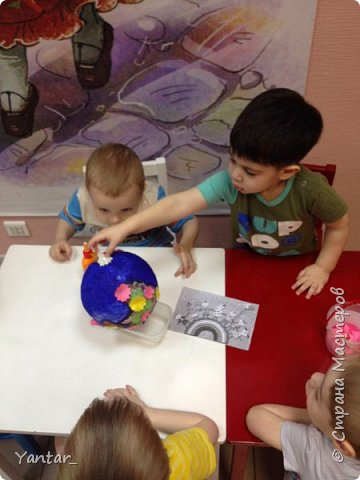 Работа выполнена воспитанниками младшей группы под руководством воспитателя в технике папье-маше. фото 7