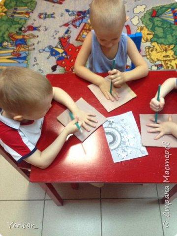 Работа выполнена воспитанниками младшей группы под руководством воспитателя в технике папье-маше. фото 8