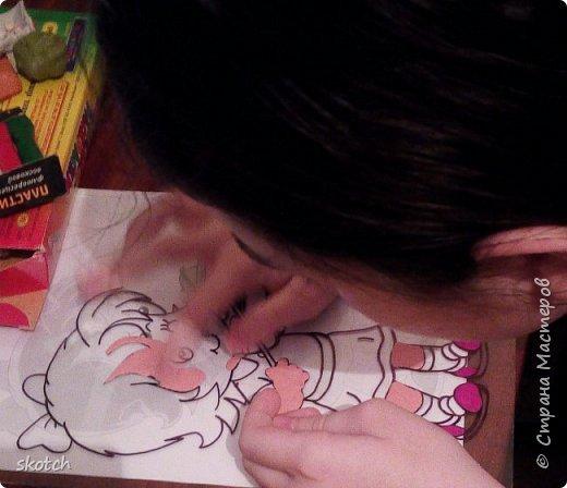 Добрый день! Представляю вам ещё одну работу своей дочки Киры. Это её дебют в этой технике. До этого Кира из пластилина только лепила объемные фигурки, а вот рисовать не пробовала. Я уговорила попробовать и вот, что из этого получилось... фото 3