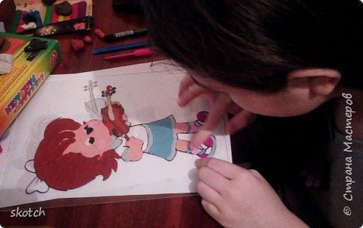 Добрый день! Представляю вам ещё одну работу своей дочки Киры. Это её дебют в этой технике. До этого Кира из пластилина только лепила объемные фигурки, а вот рисовать не пробовала. Я уговорила попробовать и вот, что из этого получилось... фото 4