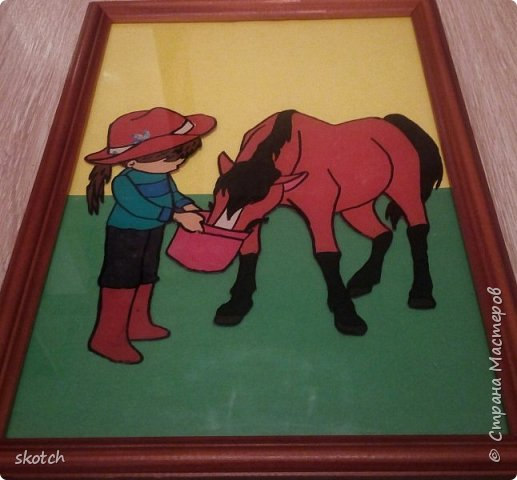 Добрый день! Представляю ещё одну конкурсную работу моей дочки Киры. Пластилинография увлекательный процесс )) Выполнив одну работу в этой технике, ей захотелось сделать ещё одну. Кире очень нравятся лошади. Иногда мы с ней ходим на конюшню, где работает моя знакомая. Кире разрешают покормить и почистить спокойную лошадку. Ну и немного покататься верхом тоже перепадает )) фото 8