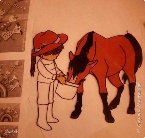 Добрый день! Представляю ещё одну конкурсную работу моей дочки Киры. Пластилинография увлекательный процесс )) Выполнив одну работу в этой технике, ей захотелось сделать ещё одну. Кире очень нравятся лошади. Иногда мы с ней ходим на конюшню, где работает моя знакомая. Кире разрешают покормить и почистить спокойную лошадку. Ну и немного покататься верхом тоже перепадает )) фото 6