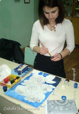 """Работа """"Дети - цветы жизни"""" выполнена Шараповой Надей на формате А 3 гуашью. Недавно Надя принимала участие в конкурсе детского рисунка """" Царство цветов"""", где она заняла первое место и это вдохновило её на создание этой работы. В сказке Ганса Христиана Андерсена """"Дюймовочка"""" в цветах живут эльфы.  Когда смотришь на маленьких детей, то кажется, что они и есть эти эльфы из сказочных цветов. фото 2"""