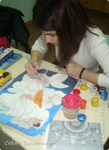 """Работа """"Дети - цветы жизни"""" выполнена Шараповой Надей на формате А 3 гуашью. Недавно Надя принимала участие в конкурсе детского рисунка """" Царство цветов"""", где она заняла первое место и это вдохновило её на создание этой работы. В сказке Ганса Христиана Андерсена """"Дюймовочка"""" в цветах живут эльфы.  Когда смотришь на маленьких детей, то кажется, что они и есть эти эльфы из сказочных цветов. фото 3"""