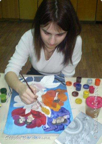 """Работа """"Дети - цветы жизни"""" выполнена Шараповой Надей на формате А 3 гуашью. Недавно Надя принимала участие в конкурсе детского рисунка """" Царство цветов"""", где она заняла первое место и это вдохновило её на создание этой работы. В сказке Ганса Христиана Андерсена """"Дюймовочка"""" в цветах живут эльфы.  Когда смотришь на маленьких детей, то кажется, что они и есть эти эльфы из сказочных цветов. фото 5"""