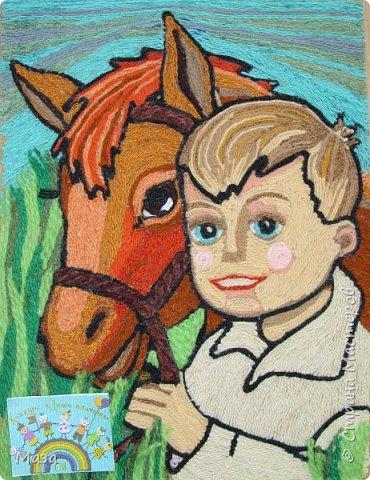 Здравствуйте жители Страны Мастеров! Хочу представить свою работу в технике ниткографии. На работе изобразила лошадь. Когда то прирученное человеком,это благородное животное сейчас является лучшим другом, помощником в работе. Для нас городских жителей, общение с лошадьми всегда вызывает бурю эмоций. Недалеко от города Перми есть конеферма, мы часто ездим туда на экскурсию, покататься верхом, угостить морковкой. Есть уже и свои любимчики. фото 7