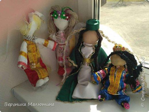 Я очень люблю шить, мастерить, заниматься творчеством. Моё увлечение - мастерить кукол. Очень люблю мою страну - Россию.  Мне интересен мир народного костюма, ведь каждый из них отражает особенности своего народа, его характер. фото 1