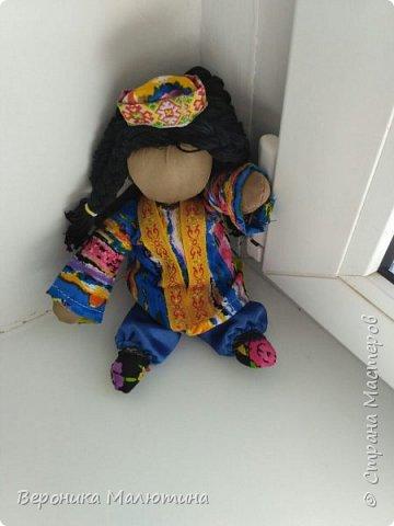 Я очень люблю шить, мастерить, заниматься творчеством. Моё увлечение - мастерить кукол. Очень люблю мою страну - Россию.  Мне интересен мир народного костюма, ведь каждый из них отражает особенности своего народа, его характер. фото 8