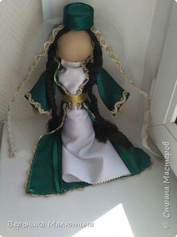 Я очень люблю шить, мастерить, заниматься творчеством. Моё увлечение - мастерить кукол. Очень люблю мою страну - Россию.  Мне интересен мир народного костюма, ведь каждый из них отражает особенности своего народа, его характер. фото 3
