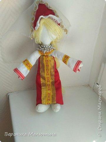 Я очень люблю шить, мастерить, заниматься творчеством. Моё увлечение - мастерить кукол. Очень люблю мою страну - Россию.  Мне интересен мир народного костюма, ведь каждый из них отражает особенности своего народа, его характер. фото 9