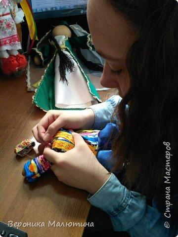 Я очень люблю шить, мастерить, заниматься творчеством. Моё увлечение - мастерить кукол. Очень люблю мою страну - Россию.  Мне интересен мир народного костюма, ведь каждый из них отражает особенности своего народа, его характер. фото 6
