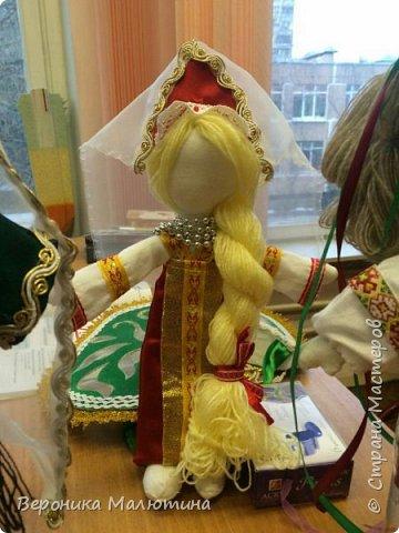 Я очень люблю шить, мастерить, заниматься творчеством. Моё увлечение - мастерить кукол. Очень люблю мою страну - Россию.  Мне интересен мир народного костюма, ведь каждый из них отражает особенности своего народа, его характер. фото 10